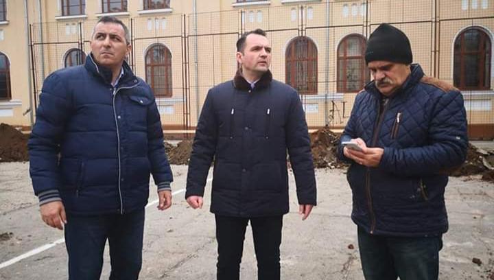 Primarul Cristian Stan a facut o analiză la lucrările ce se efectuează la Colegiul Național Constantin Carabella