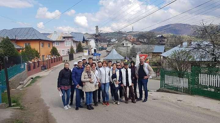 Deputatul Oana Vlăducă împreună cu membrii Pro România, la pas prin localitățile din județ!