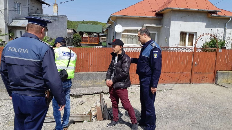 Un tânăr din Târgoviște, reținut de polițiști după ce a spart mai multe biserici din județ