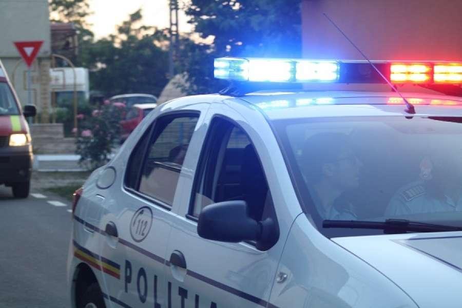 Doi bărbați, cercetați de polițiști pentru infracțiuni contra siguranței circulației pe drumurile publice
