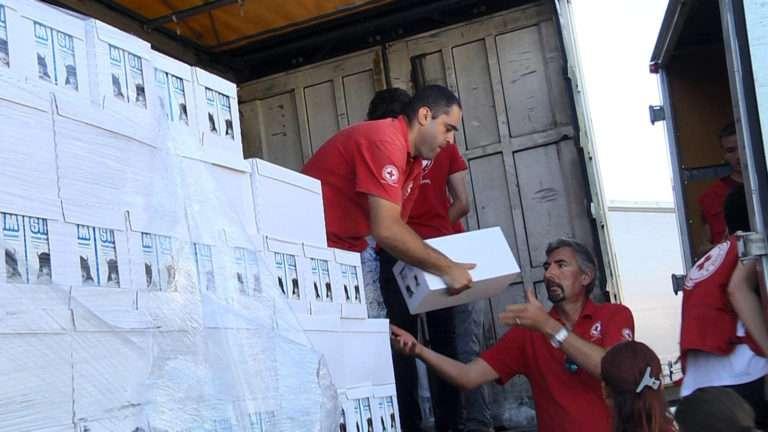 Crucea Roșie Română – Filiala Dâmbovița donează pentru al doilea an consecutiv o cantitate de aproximativ 42.000 de litri de lapte UHT