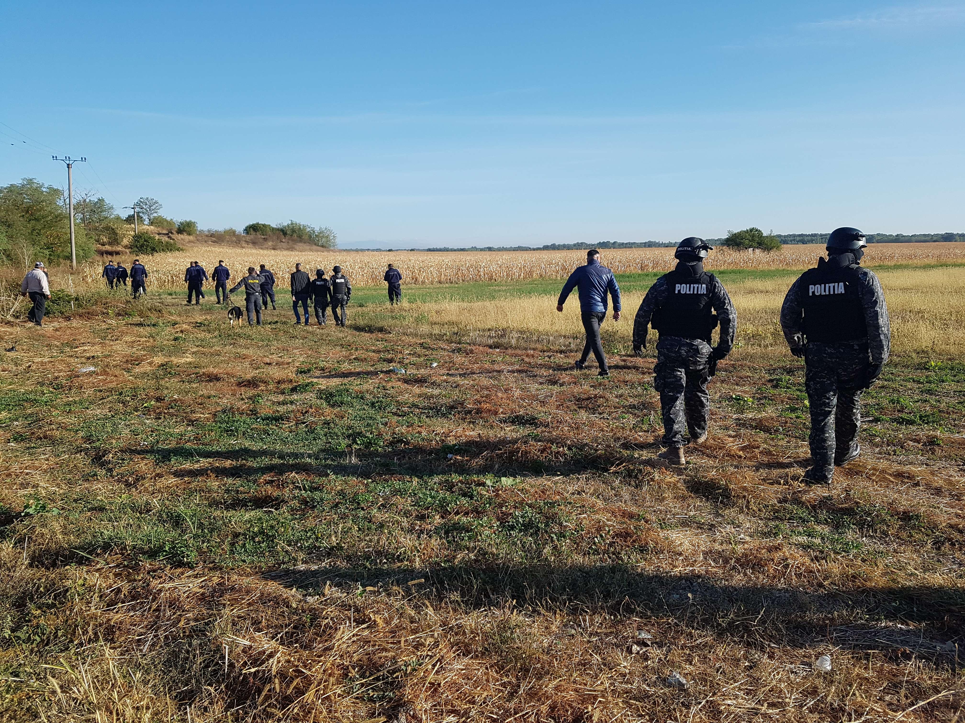Desfășurare de forțe la Gura Șuții! Sute de polițiștii, jandarmi și trupe speciale caută fata dispărută!