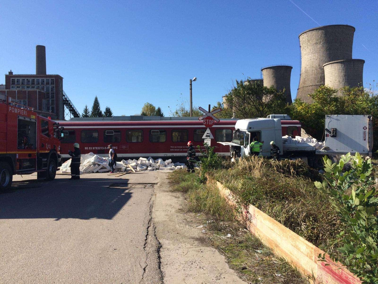 Accident feroviar la Doicesti! Un tir a fost făcut praf!