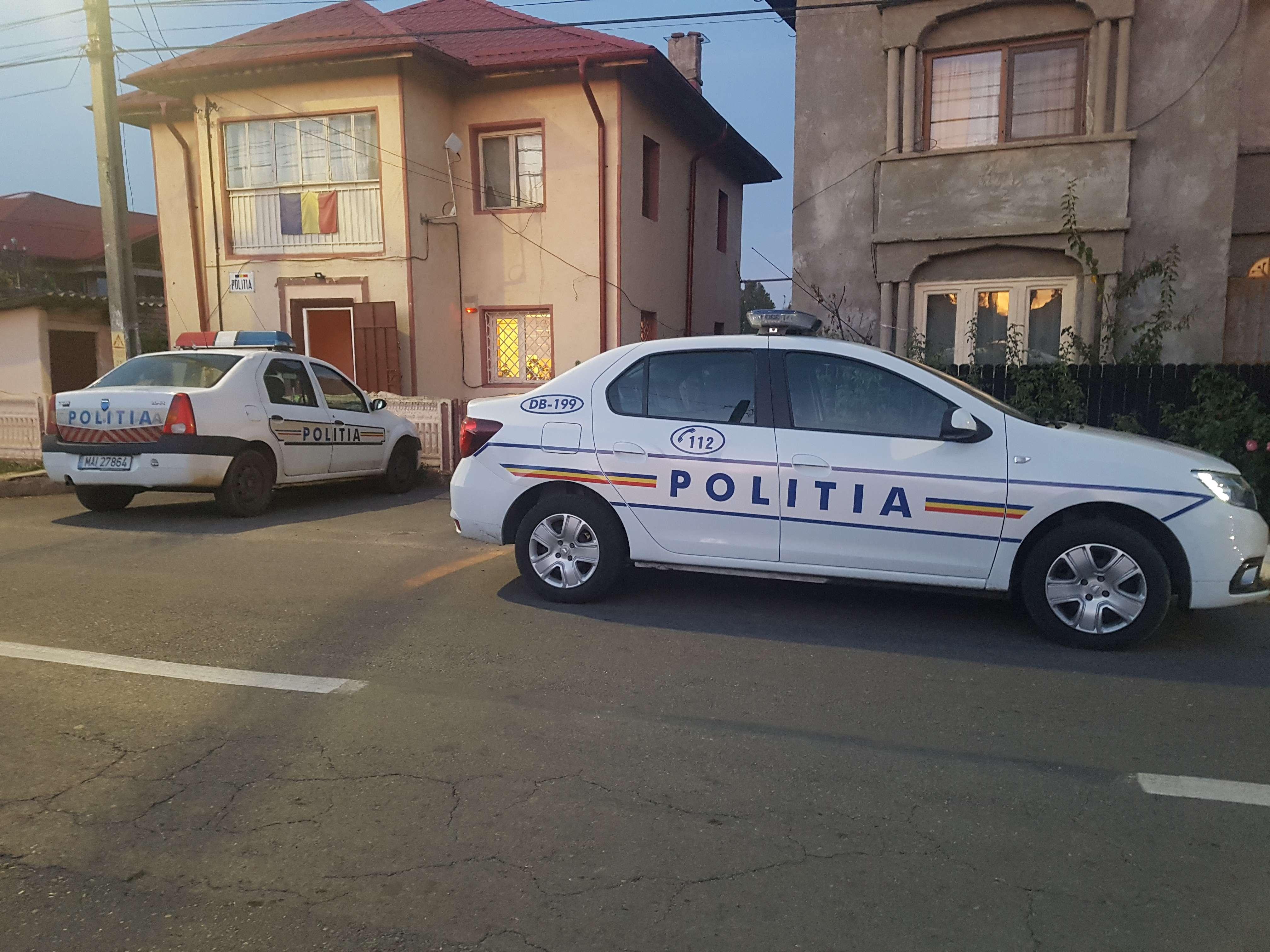 O femeie a fost găsită moartă în locuința fiicei sale
