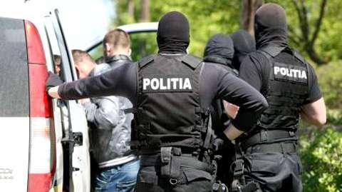 Furt calificat la Sălcuța! Doi bărbați au fost reținuți de polițiștii din Titu!