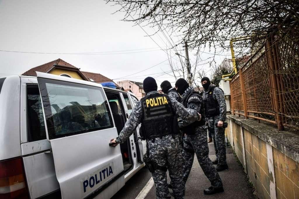 Droguri în patru licee din Târgoviște! Zeci de persoane au fost audiate!