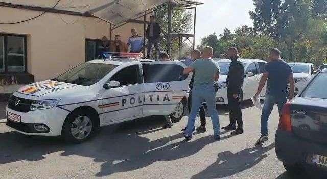 Percheziții la Găești și Mogoșani! Cinci persoane au fost reținute!