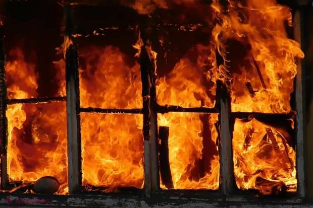 O femeie a ars de vie în propria locuință