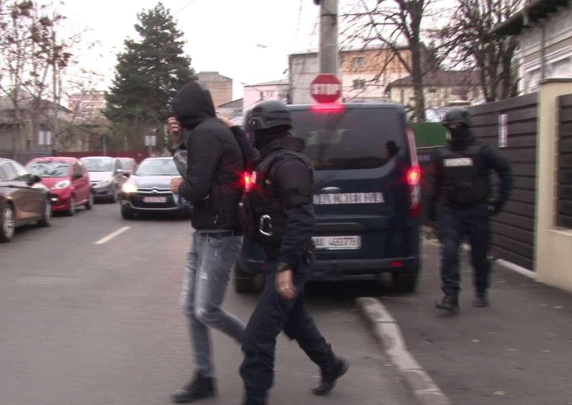 Descinderi de amploare la traficanții de droguri din Dâmbovița